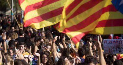Cientos de estudiantes se manifiestan contra la aplicación del artículo 155.
