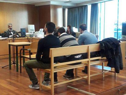 Los tres acusados, durante el juicio el pasado 15 de enero.