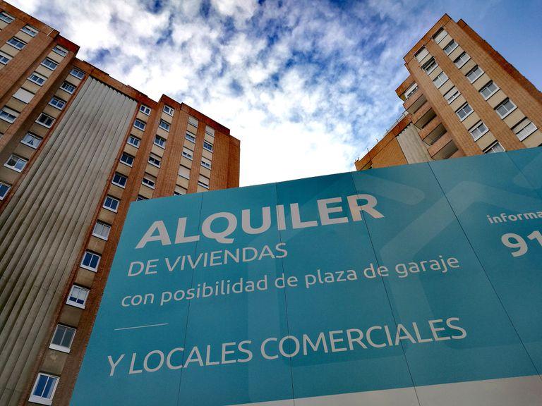 Anuncio de viviendas y locales en alquiler en Madrid.
