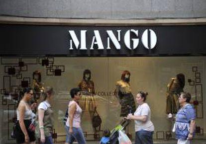 """Escaparate de la tienda de ropa de la marca """"Mango"""". EFE/Archivo"""