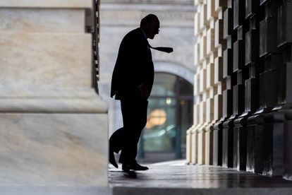 El senador demócrata por Nueva York Chuck Schumer llega al Capitolio en Washington DC.