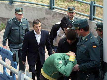 El jefe de la Policía Local de Coslada, Ginés Jiménez, a su salida de los juzgados de la plaza de Castilla en 2009.