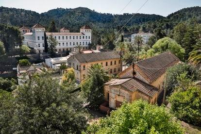 Panorámica de las instalaciones de la Fundación Fontilles en el municipio alicantino de Vall de Laguar, con el sanatorio al fondo, y otras dependencias.
