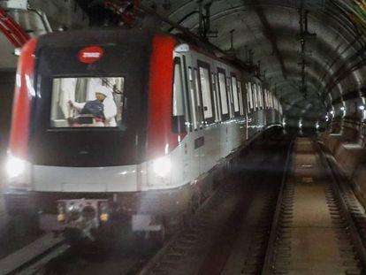 En la foto, un metro de Barcelona, en el vídeo, los incidentes.