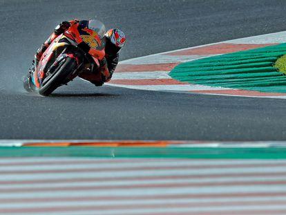 El piloto español , Pol Espargaró (Red Bull KTM) consiguió la pole en Moto GP en el circuito Ricardo Tormo de Cheste (Valencia) en los entrenamientos del Gran Premio de Europa.