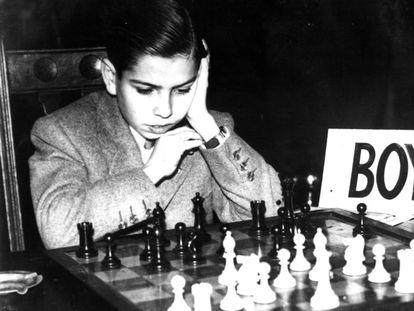 Arturo Pomar, con 14 años, en un torneo de ajedrez en Londres.