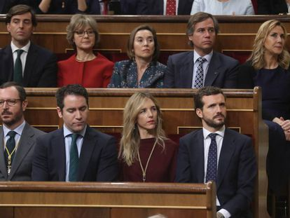 El líder del PP, Pablo Casado, y otros diputados populares, durante la inauguración de la XIV Legislatura en el Congreso.