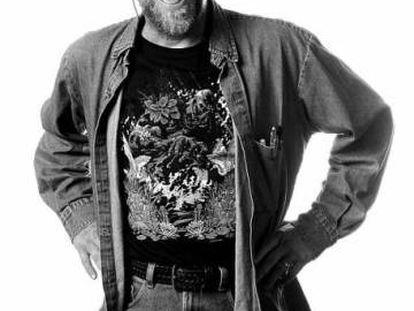 Len Wein con una camiseta de 'La cosa del pantano'.