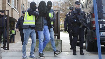 La Policía Nacional detiene en Vitoria al un presunto yihadista por pertenencia a organización terrorista y captación.