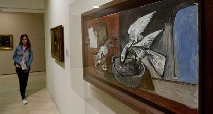 La obra de Picasso 'Tres palomas', que se muestra en la exposición.