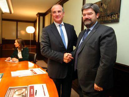 El consejero Aburto mantiene su primer encuentro con el presidente de los empresarios vascos.