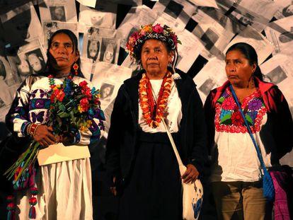 María de Jesús Patricio y otras representantes del Consejo Indígena de Gobierno, en la UNAM.