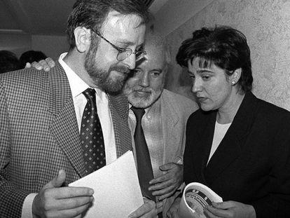 Àngel Colom y Pilar Rahola el 10 de octubre del 1996, después de comunicar que dejaban ERC.