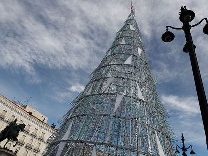 Vista del árbol de Navidad en la Puerta del Sol de Madrid.