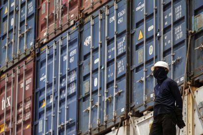 Contenedores en el puerto de Bangkok (Tailandia).