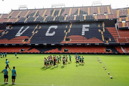 El Valencia se entrena este jueves en Mestalla.