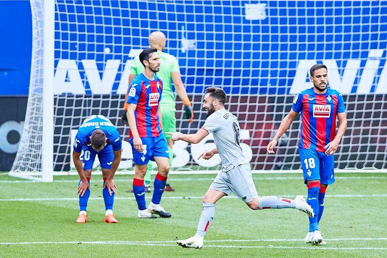 Unai López celebra uno de sus dos goles este domingo ante el Eibar en Ipurúa.