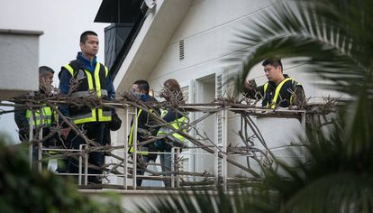 Registro policial de una vivienda durante la Operación Wall.
