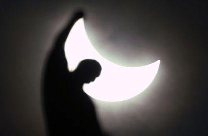 El eclipse, en Milán (Italia).