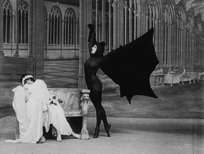 Musidora, de negro, en 'Los vampiros'.