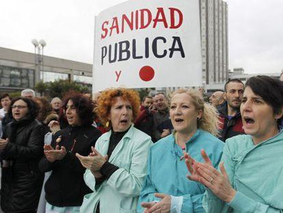 Concentración para celebrar la marcha atrás en la privatización.
