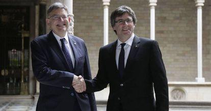 Puigdemont durante su reunión de hoy con Ximo Puig.