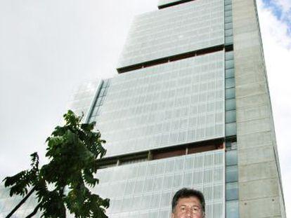 Amancio López Seijas, presidente de Hotusa, en el complejo Torre BD Bacatá, en Bogotá (Colombia)
