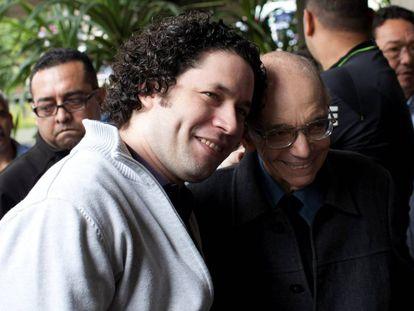 José Antonio Abreu y Gustavo Dudamel, hace cinco años en Caracas.