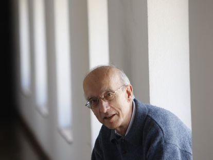 El teólogo Rafael Aguirre, en la Universidad de Deusto.