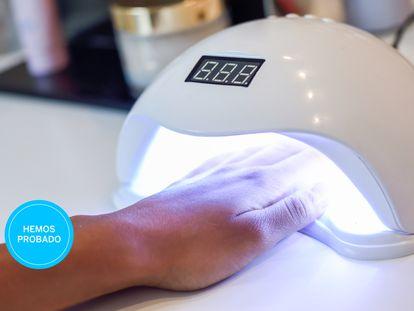 Ponemos a prueba las mejores lámparas led de uñas para hacernos la manicura de gel en casa.