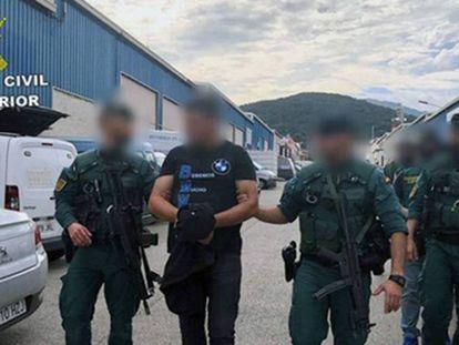 J.G.M. tras ser detenido por la Guardia civil. En vídeo, el operativo de la Guardia Civil contra el líder de extracción de cocaína del Puerto de Algeciras.