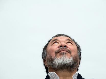Ai Weiwei, presentando su exhibición en la Kunstsammlung Nordrhein-Westfalen, de Alemania, el año pasado.