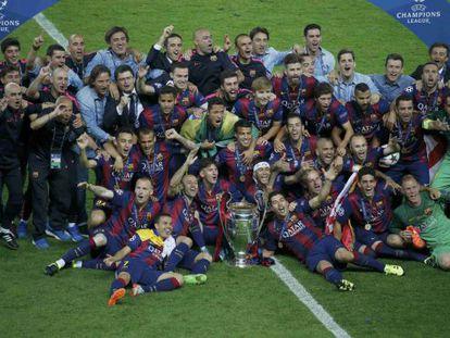 Los jugadores del Barcelona celebra su quinta Champions