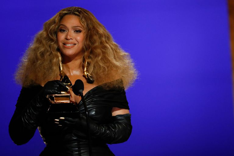 Beyoncé upon receiving her Grammy, this Sunday at the Los Angeles Convention Center (California).