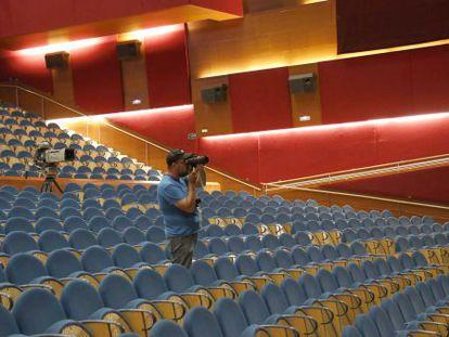 Vista de los paneles colocados en el la sala principal del Kursaal para evitar reverberaciones.