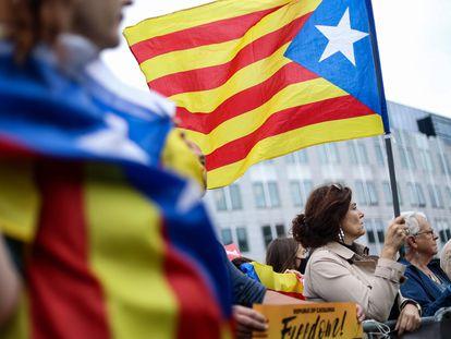 Concentración en apoyo a Carles Puigdemont celebrada este jueves en las cercanías de la sede del Parlamento Europeo, en Bruselas.