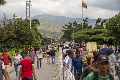 Migrantes venezolanos en la frontera con Colombia, en un archivo de imagen.