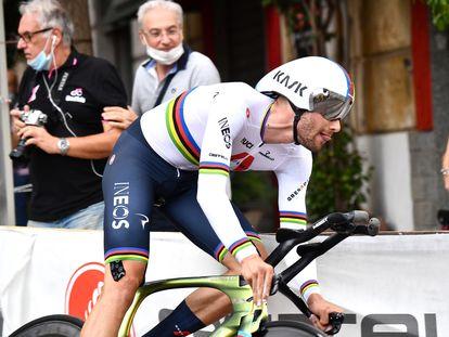 Filippo Ganna, durante la contrarreloj de este sábado en el Giro.