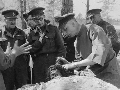 Exhumación de las víctimas de Katyn, en 1943.