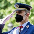Felipe VI, saluda durante los actos del Día de las Fuerzas Armadas.