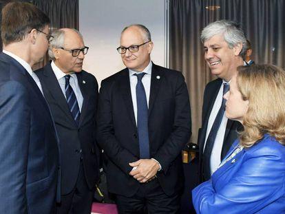 Valdis Dombrovskis, Edward Scicluna, Roberto Gualtieri, Mario Centeno y Nadia Calviño.