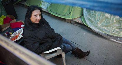 Toñi Rodríguez, este martes en la acampada junto a una sucursal de Ibercaja.