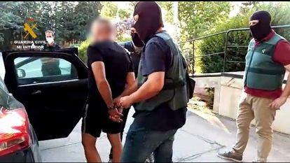 La Guardia Civil detuvo el jueves a Antonio Tejón, el Castaña, uno de los narcotraficantes más afamados del Campo de Gibraltar, cuando salía en libertad de la cárcel de Albolote (Granada) por una orden de la Audiencia Provincial de Cádiz.