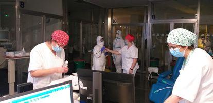 El Hospital Virgen de las Nieves, en Granada, ha duplicado el número de puestos en UCI para pacientes covid-19.