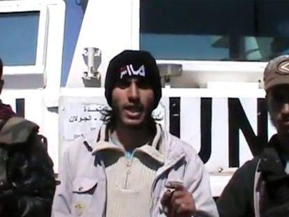 Imagen del vídeo en el que los milicianos rebeldes se atribuyen el secuestro de 20 cascos azules.