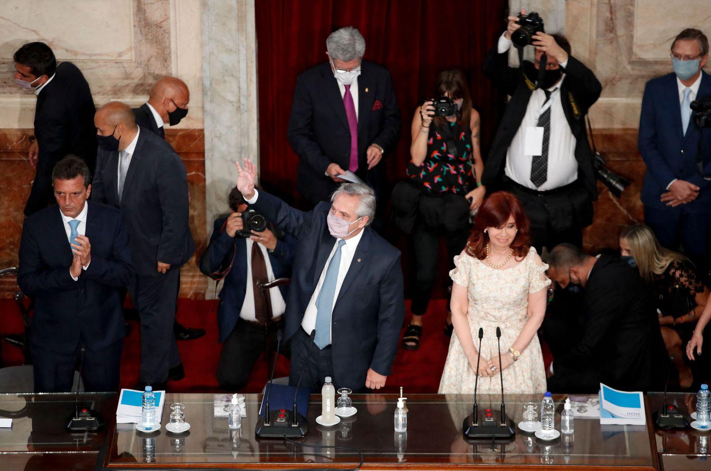 El presidente de Argentina, Alberto Fernández, y la vicepresidenta, Cristina Kirchner, durante la apertura del año legislativo celebrada en el Congreso Nacional en Buenos Aires, el 1 de marzo de 2021.