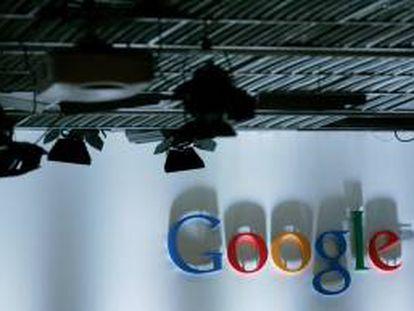 Google ingresó 13.754 millones de dólares durante el tercer trimestre del año, un 19,3 % más en términos interanuales, de los que un 8,2 % provinieron de operaciones realizadas por su filial Motorola Mobile. EFE/Archivo