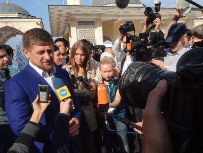 Kadírov responde a la prensa, en una imagen de 2011.