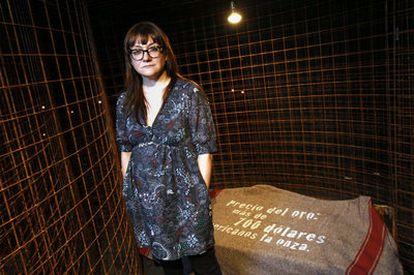 La directora de cine Isabel Coixet dentro de la exposición dedicada a John Berger en La Casa Encendida. Dos imágenes captadas del documental de Isabel Coixet <i>From I to J.</i>