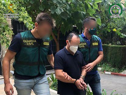 Imagen facilitada por la Guardia del arresto en septiembre, en Barcelona, del exagente colombiano M. T. A., buscado por las autoridades de su país por homicidio